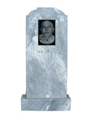 Фигурные памятники из мрамора